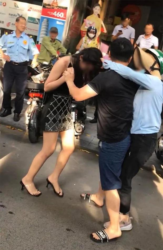 Cô gái được cho là Tuesday trong vụ đánh ghen trên phố Lý Nam Đế lần đầu lên tiếng: Tôi đã được bồi thường bằng tiền mặt, giải quyết mọi chuyện trong hòa bình - Ảnh 1.