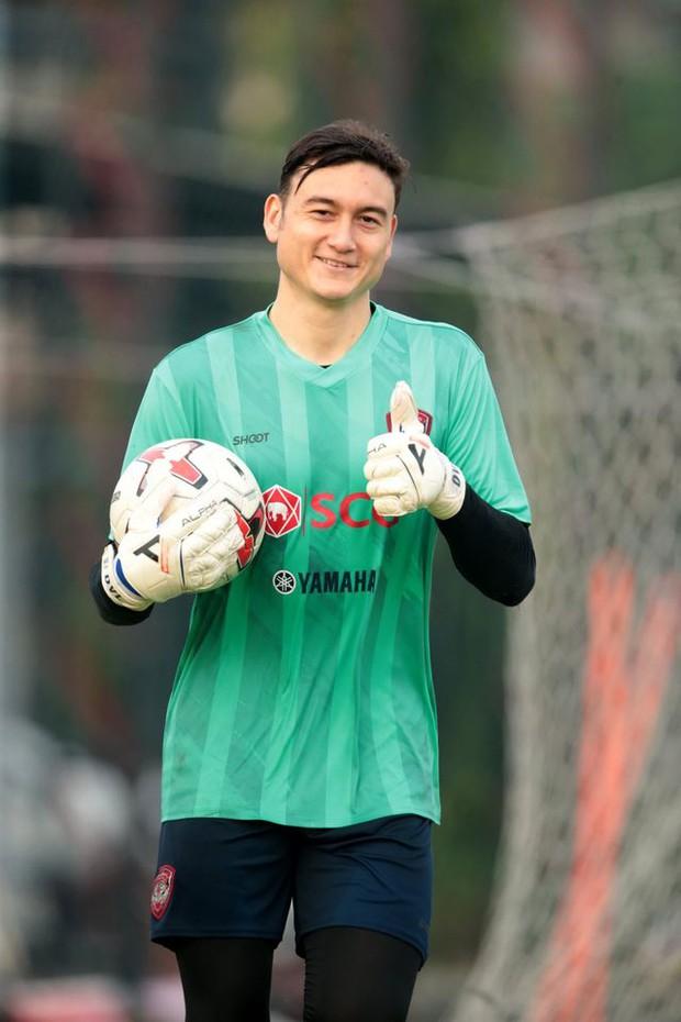 FIFA cấp giấy phép chuyển nhượng cho Văn Lâm, Muangthong United vẫn nói cứng - Ảnh 1.