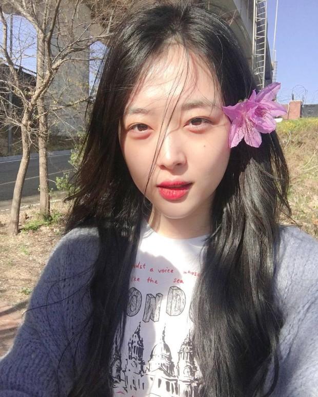 Bài mới của IU lấy cảm hứng từ người bạn bị xem là kẻ lập dị, netizen đoán ngay là Sulli qua thông điệp đầy xúc động? - Ảnh 4.