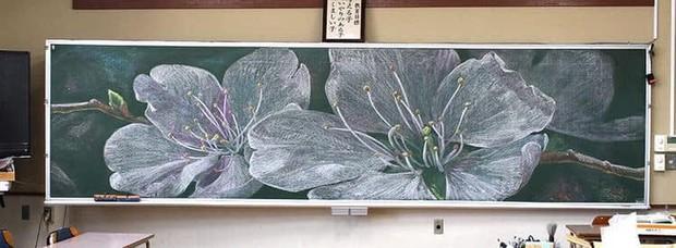 """Dân mạng trầm trồ trước tài năng vẽ của học sinh Nhật Bản: Chỉ phấn trắng, bảng xanh cũng tạo nên những """"tuyệt phẩm"""" thế này đây! - Ảnh 2."""