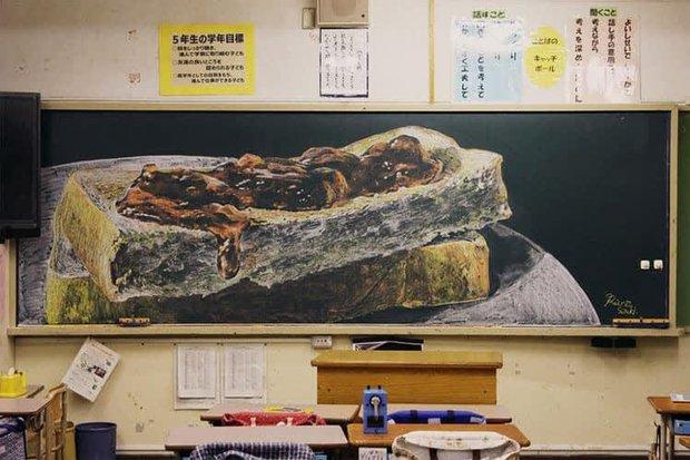 """Dân mạng trầm trồ trước tài năng vẽ của học sinh Nhật Bản: Chỉ phấn trắng, bảng xanh cũng tạo nên những """"tuyệt phẩm"""" thế này đây! - Ảnh 5."""