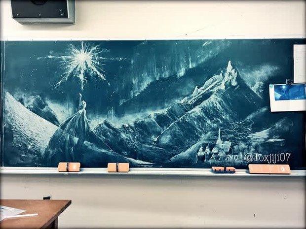 """Dân mạng trầm trồ trước tài năng vẽ của học sinh Nhật Bản: Chỉ phấn trắng, bảng xanh cũng tạo nên những """"tuyệt phẩm"""" thế này đây! - Ảnh 8."""