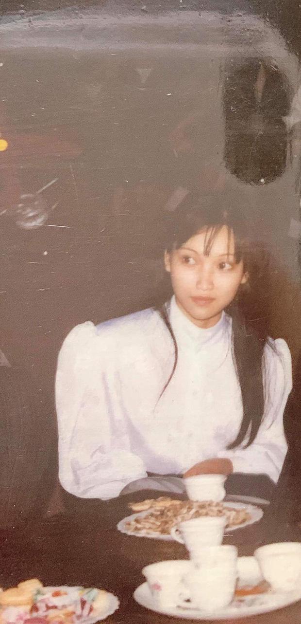 Cô bạn khoe mẹ hồi trẻ là hoa khôi, đi sắm đào Tết thôi mà cũng được chụp cho lên báo - Ảnh 1.