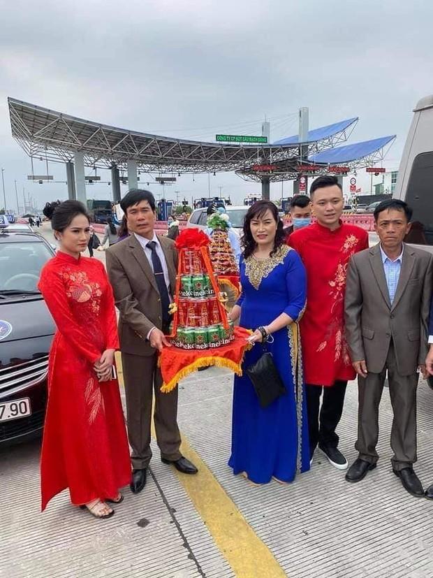 Câu chuyện nhà trai không được vào Quảng Ninh đón dâu vì Covid-19: Hai gia đình đã gặp gỡ, trao lễ ngay tại... trạm BOT - Ảnh 2.
