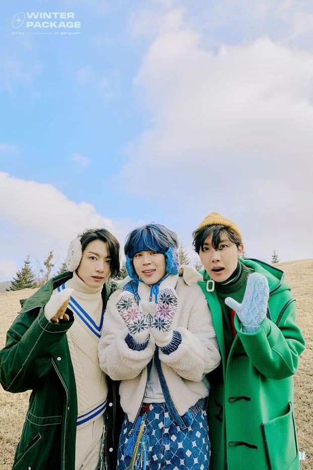 """Lâu lắm rồi BTS mới """"bùng nổ"""" nhan sắc thế này: Mái tóc kỳ quan thứ 8 của Jungkook chiếm spotlight, V đúng là cực phẩm hiếm có - Ảnh 14."""