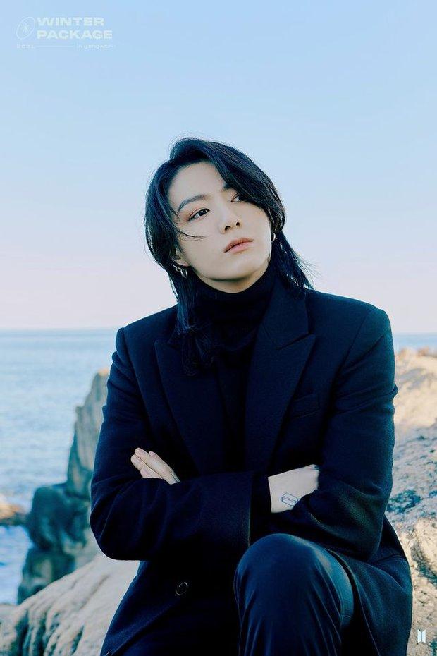 """Lâu lắm rồi BTS mới """"bùng nổ"""" nhan sắc thế này: Mái tóc kỳ quan thứ 8 của Jungkook chiếm spotlight, V đúng là cực phẩm hiếm có - Ảnh 4."""
