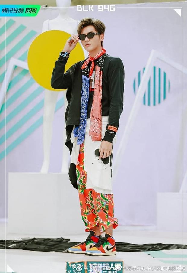 Đỉnh cao mặc đẹp của Ngô Diệc Phàm: Cân hết mọi style từ khó cảm đến hường phấn bánh bèo - Ảnh 6.