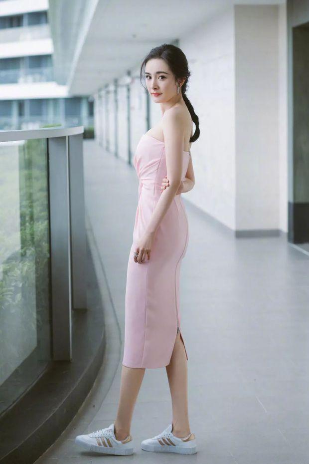 """Biết Dương Mịch nổi tiếng nhưng vẫn phải choáng vì khả năng """"thầu"""" trọn các thương hiệu, đại diện từ thời trang đến mỹ phẩm - Ảnh 4."""