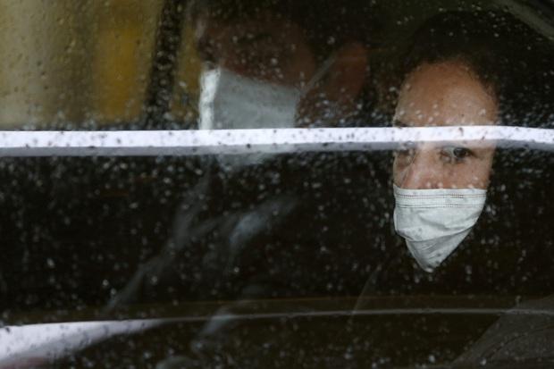 Trời nồm ẩm làm nguy cơ lây lan COVID-19 tăng cao, làm ngay 5 điều sau để bảo vệ chính mình - Ảnh 2.