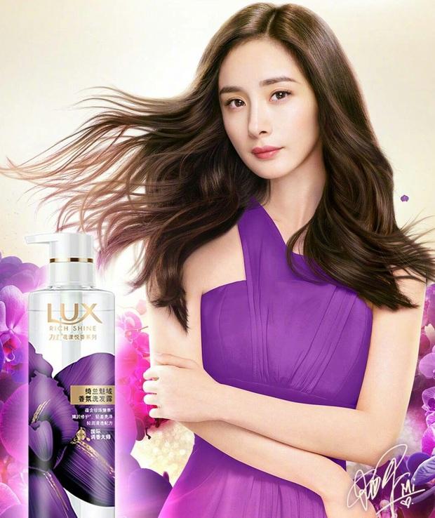 """Biết Dương Mịch nổi tiếng nhưng vẫn phải choáng vì khả năng """"thầu"""" trọn các thương hiệu, đại diện từ thời trang đến mỹ phẩm - Ảnh 10."""