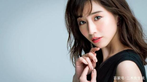 Minami Tanaka: Trà xanh số 1 Nhật Bản, từ nữ MC vạn người ghét lột xác thành nữ thần được yêu thích nhất Jbiz 2020 - Ảnh 2.