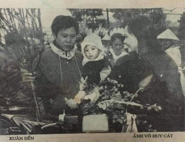 Cô bạn khoe mẹ hồi trẻ là hoa khôi, đi sắm đào Tết thôi mà cũng được chụp cho lên báo - Ảnh 3.