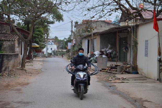 Ảnh: Phong tỏa 1 thôn ở Hải Dương, giãn cách xã hội 1 xã liên quan đến nữ công nhân dương tính Covid-19 - Ảnh 5.