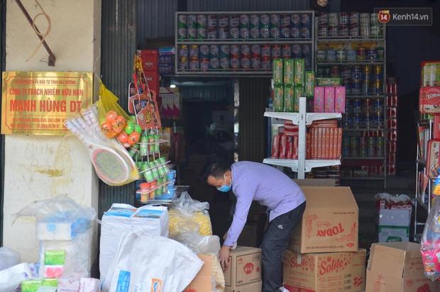 Phong tỏa thôn Kim Điền - Hải Dương liên quan BN 1552: Cuộc sống hàng ngày bị đảo lộn, người dân đeo khẩu trang cả ở trong nhà để phòng dịch - Ảnh 7.
