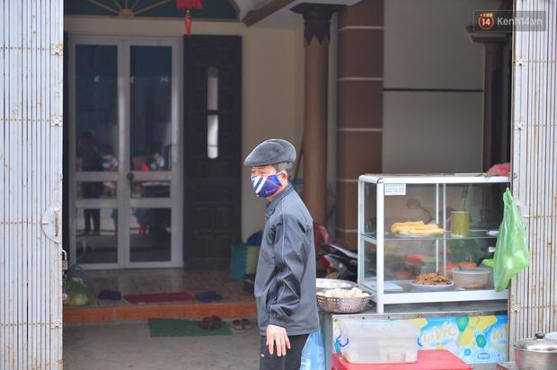 Phong tỏa thôn Kim Điền - Hải Dương liên quan BN 1552: Cuộc sống hàng ngày bị đảo lộn, người dân đeo khẩu trang cả ở trong nhà để phòng dịch - Ảnh 6.