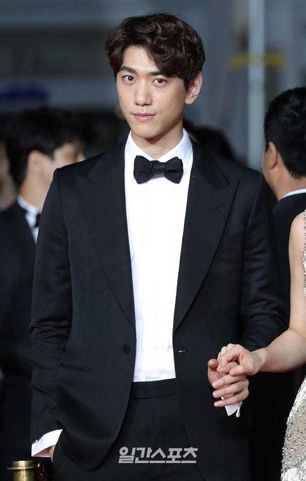 Sao Hàn kể chuyện ám ảnh khi hẹn hò: Bạn gái Lee Dong Wook nã 300 tin nhắn, Jung Kyung Ho lén xem điện thoại Sooyoung? - Ảnh 2.