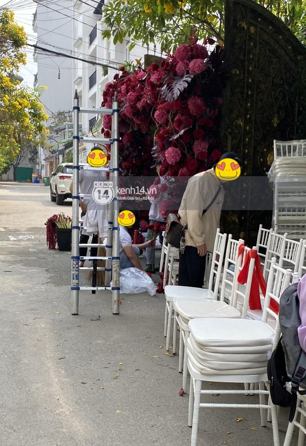 Đám cưới Phan Thành - Primmy Trương: Nhà gái dựng cổng hoa tươi hoành tráng trước biệt thự to đùng vật vã - Ảnh 5.