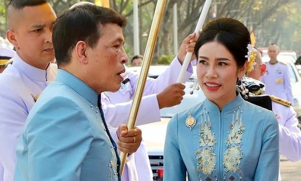 Hoàng quý phi Thái Lan được tấn phong làm Hoàng hậu thứ 2 nhân dịp sinh nhật, xác lập trường hợp vô tiền khoáng hậu trong lịch sử - Ảnh 1.