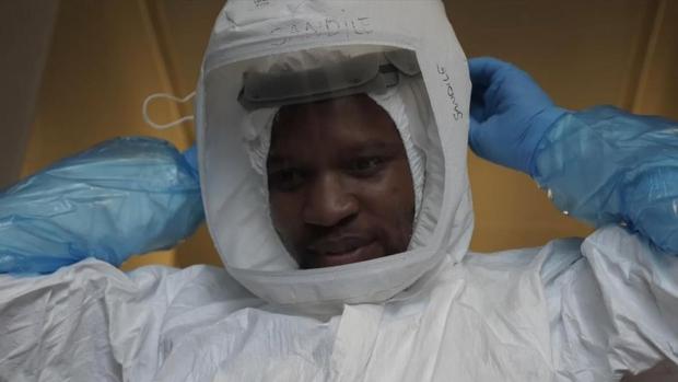 Covid-19 diễn biến nguy hiểm: Biến thể ở Nam Phi tăng khả năng lây nhiễm tới 200% - Ảnh 1.