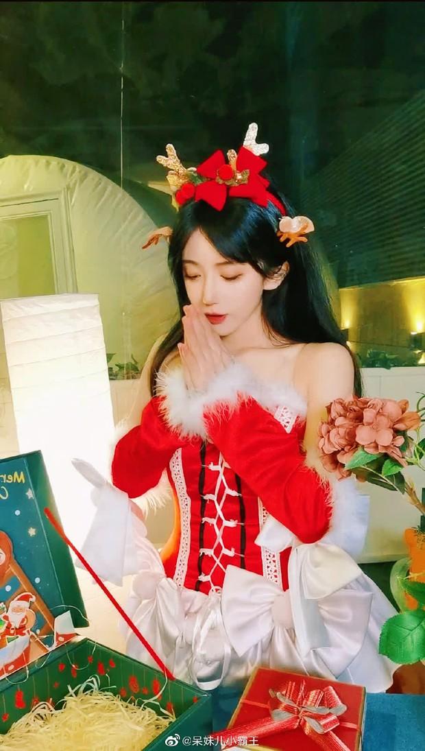 Cosplay em gái trà xanh, nữ streamer 14 triệu follower khiến netizen mất máu vì nhan sắc quá ngọt ngào! - Ảnh 6.