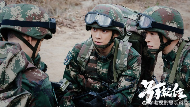 Địch Lệ Nhiệt Ba vừa tái xuất đã bị hội nam thần Tiêu Chiến - Lý Dịch Phong chặn đầu xe ở đại chiến phim Hoa ngữ tháng 2 - Ảnh 6.