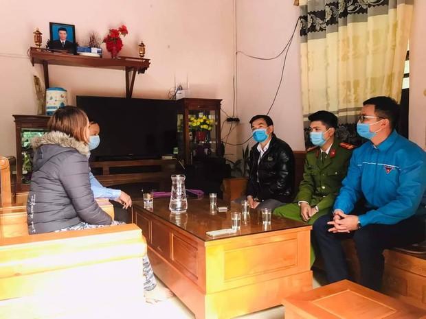 Khen thưởng 2 gia đình hoãn đám cưới để phòng chống dịch Covid-19 ở Quảng Ninh - Ảnh 1.