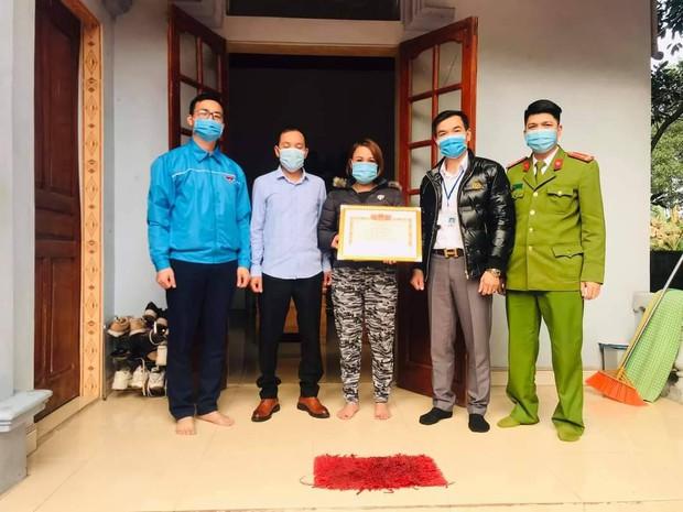 Khen thưởng 2 gia đình hoãn đám cưới để phòng chống dịch Covid-19 ở Quảng Ninh - Ảnh 2.