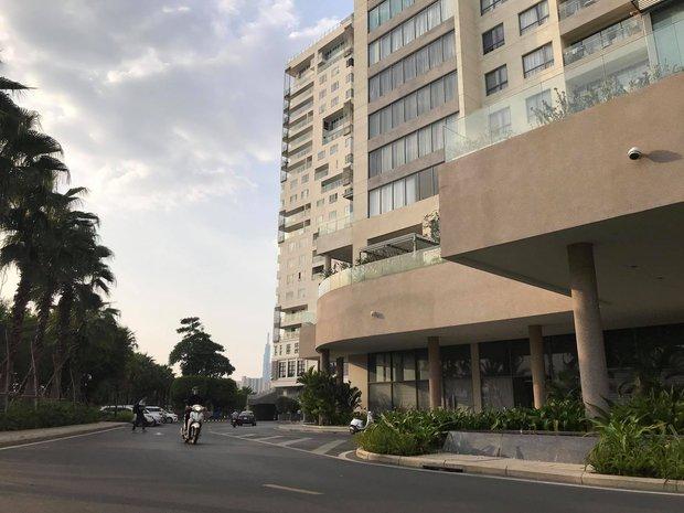 TP.HCM: Phong toả một tầng chung cư có bé gái 8 tuổi tái dương tính với SARS-CoV-2 - Ảnh 2.