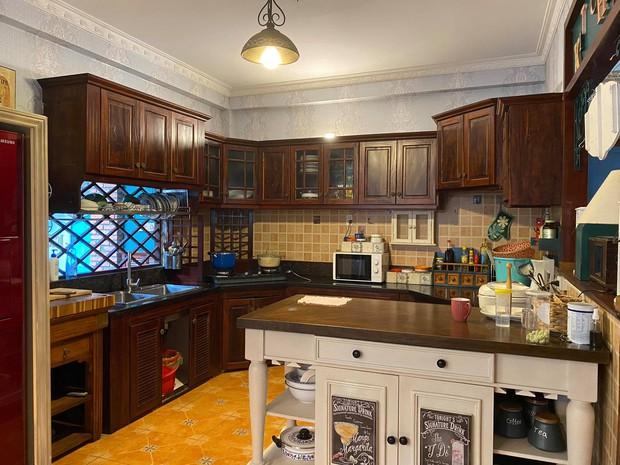 Đập căn nhà cấp 4, gia đình KTS xây tổ ấm mới rộng 300m2 style cổ điển, mỗi tháng F5 nội thất một lần - Ảnh 6.