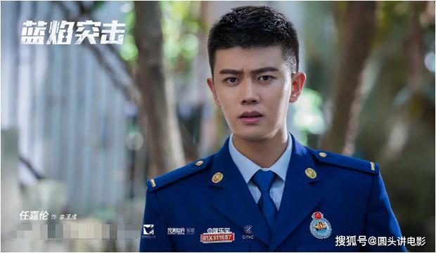 Địch Lệ Nhiệt Ba vừa tái xuất đã bị hội nam thần Tiêu Chiến - Lý Dịch Phong chặn đầu xe ở đại chiến phim Hoa ngữ tháng 2 - Ảnh 8.