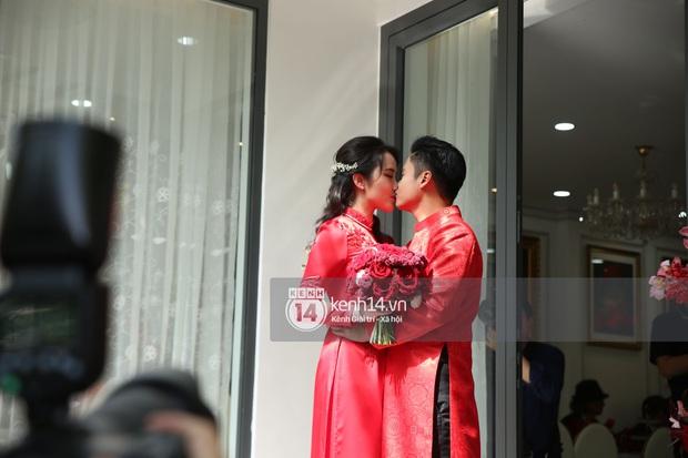 Đám cưới Phan Thành - Primmy Trương: Cô dâu chiếm spotlight với áo dài đỏ, nhẫn kim cương to đùng trên tay nhìn là nể ngay - Ảnh 38.