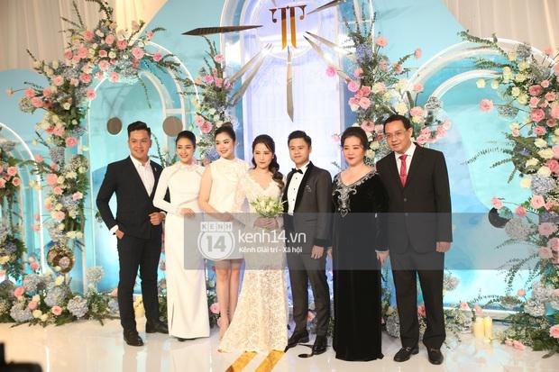 Siêu tiệc cưới của Phan Thành - Primmy Trương: Không gian lung linh như cổ tích, màn nâng ly của 2 đại gia tộc gây sốt - Ảnh 7.