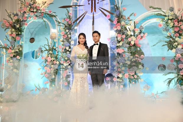 Siêu tiệc cưới của Phan Thành - Primmy Trương: Không gian lung linh như cổ tích, màn nâng ly của 2 đại gia tộc gây sốt - Ảnh 9.