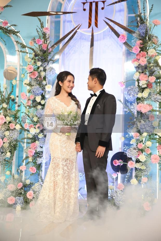 Siêu tiệc cưới của Phan Thành - Primmy Trương: Không gian lung linh như cổ tích, màn nâng ly của 2 đại gia tộc gây sốt - Ảnh 10.