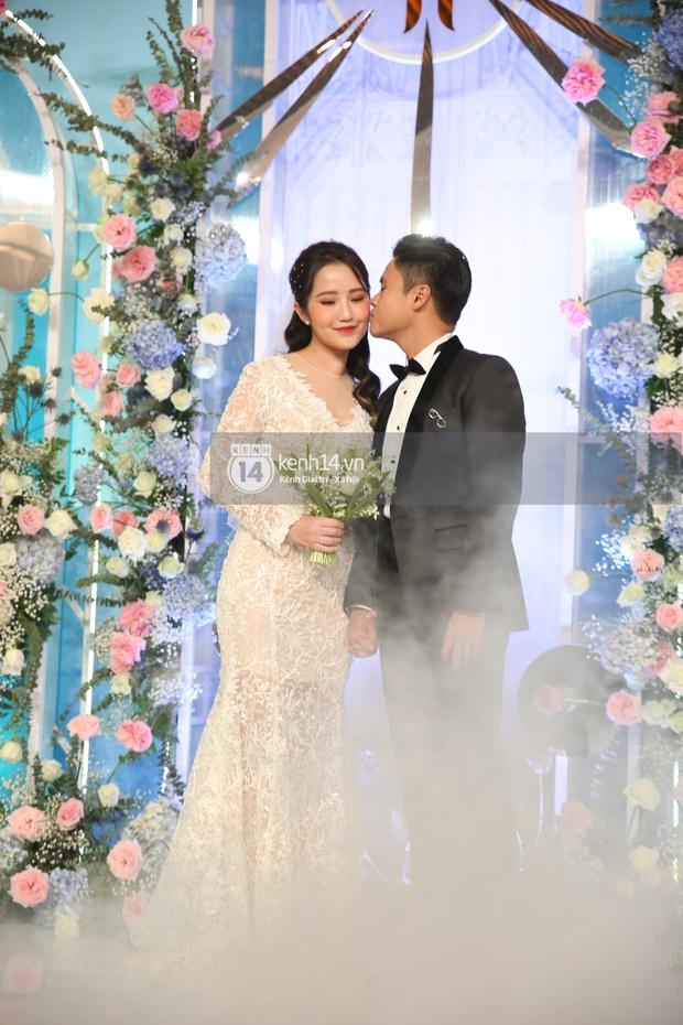 Siêu tiệc cưới của Phan Thành - Primmy Trương: Không gian lung linh như cổ tích, màn nâng ly của 2 đại gia tộc gây sốt - Ảnh 11.
