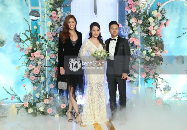 Siêu tiệc cưới của Phan Thành - Primmy Trương: Không gian lung linh như cổ tích, màn nâng ly của 2 đại gia tộc gây sốt - Ảnh 16.