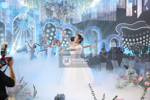 Siêu tiệc cưới của Phan Thành - Primmy Trương: Không gian lung linh như cổ tích, màn nâng ly của 2 đại gia tộc gây sốt - Ảnh 31.
