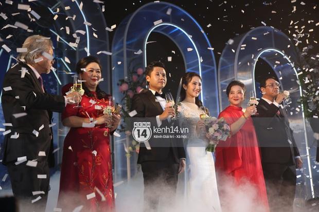 Siêu tiệc cưới của Phan Thành - Primmy Trương: Không gian lung linh như cổ tích, màn nâng ly của 2 đại gia tộc gây sốt - Ảnh 28.