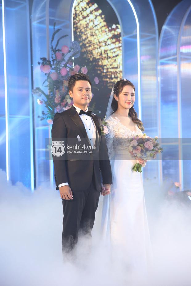 Siêu tiệc cưới của Phan Thành - Primmy Trương: Không gian lung linh như cổ tích, màn nâng ly của 2 đại gia tộc gây sốt - Ảnh 26.
