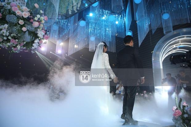 Siêu tiệc cưới của Phan Thành - Primmy Trương: Không gian lung linh như cổ tích, màn nâng ly của 2 đại gia tộc gây sốt - Ảnh 23.