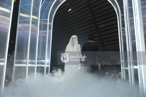 Siêu tiệc cưới của Phan Thành - Primmy Trương: Không gian lung linh như cổ tích, màn nâng ly của 2 đại gia tộc gây sốt - Ảnh 22.