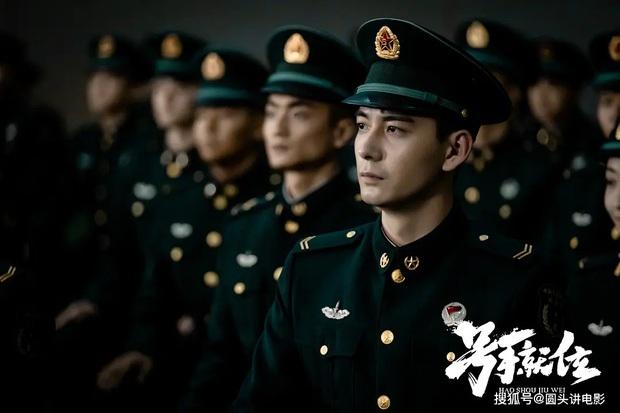 Địch Lệ Nhiệt Ba vừa tái xuất đã bị hội nam thần Tiêu Chiến - Lý Dịch Phong chặn đầu xe ở đại chiến phim Hoa ngữ tháng 2 - Ảnh 7.