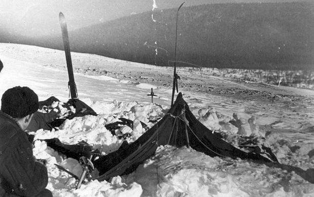 9 người chết sau 1 đêm: Thảm họa leo núi bí ẩn và kinh hoàng nhất lịch sử nước Nga cuối cùng đã có lời giải - Ảnh 3.