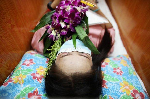 Dân Thái Lan rủ nhau giả vờ chết để giải hạn cầu may - Ảnh 3.