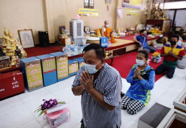 Dân Thái Lan rủ nhau giả vờ chết để giải hạn cầu may - Ảnh 5.