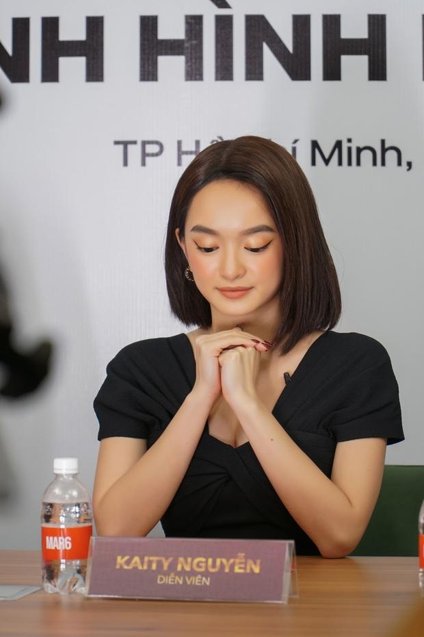 Kaity Nguyễn và ekip Gái Già Lắm Chiêu V khẳng định không dời lịch chiếu Tết ở họp báo online khẩn cấp - Ảnh 3.