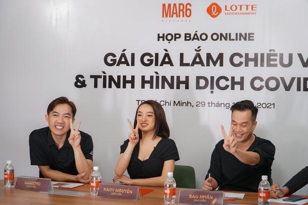 Kaity Nguyễn và ekip Gái Già Lắm Chiêu V khẳng định không dời lịch chiếu Tết ở họp báo online khẩn cấp - Ảnh 7.