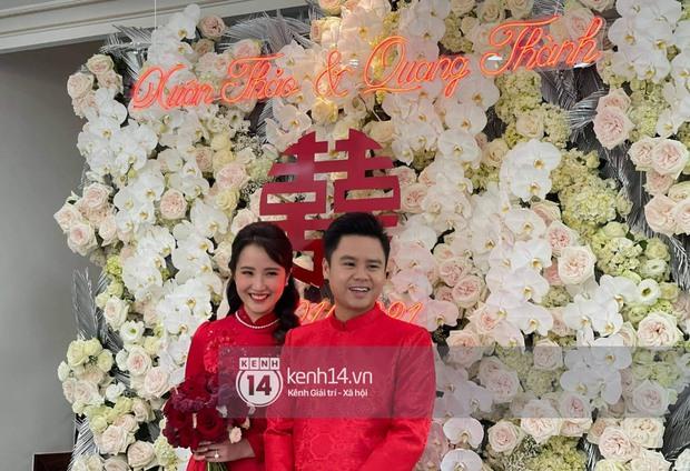 Đám cưới Phan Thành - Primmy Trương: Cô dâu chiếm spotlight với áo dài đỏ, nhẫn kim cương to đùng trên tay nhìn là nể ngay - Ảnh 1.
