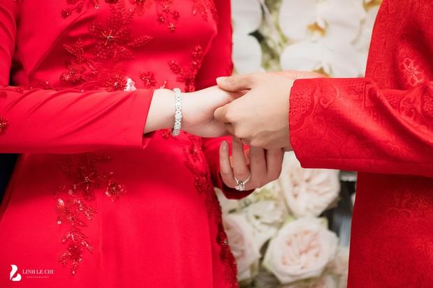 Đám cưới Phan Thành - Primmy Trương: Cô dâu chiếm spotlight với áo dài đỏ, nhẫn kim cương to đùng trên tay nhìn là nể ngay - Ảnh 40.