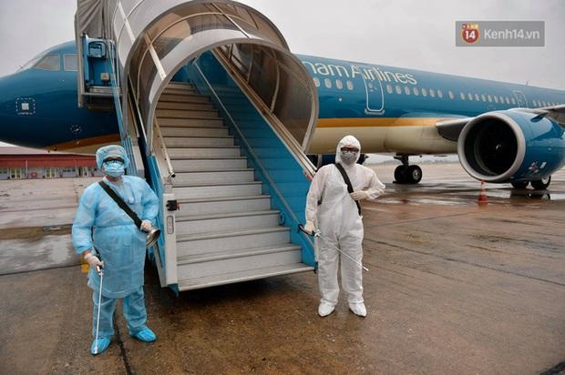 TP.HCM: Khẩn tìm hành khách chung chuyến bay với người nghi nhiễm Covid-19 - Ảnh 1.